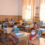 Elevii află azi dacă se întorc la școală începând cu 8 februarie
