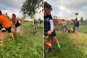 Scene de groază într-un parc din Timiș. Doi părinți au bătut un copil pentru un gest banal