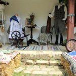 Meşterii populari îşi expun creaţiile la Muzeul Satului. Vizitatorii pot face cumpărături din Piața Micilor Producători