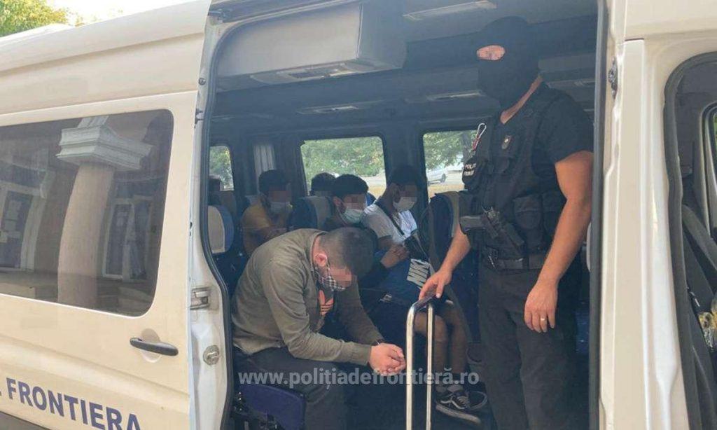 Traficanți de migranţi, prinși de poliţiştii de frontieră timişeni. Ce sume uriașe încasau