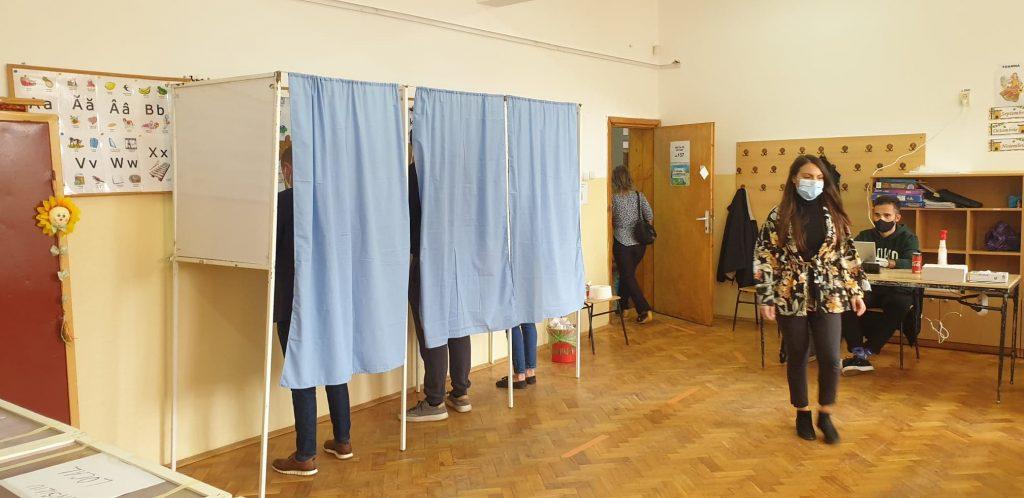 Sute de angajați ai M.A.I veghează asupra procesului electoral. Au întocmit 7 dosare penale