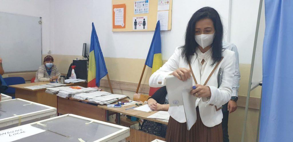 Voichița Lăzureanu: Dragii mei timişoreni, să votaţi pentru că doar aşa avem democraţie!