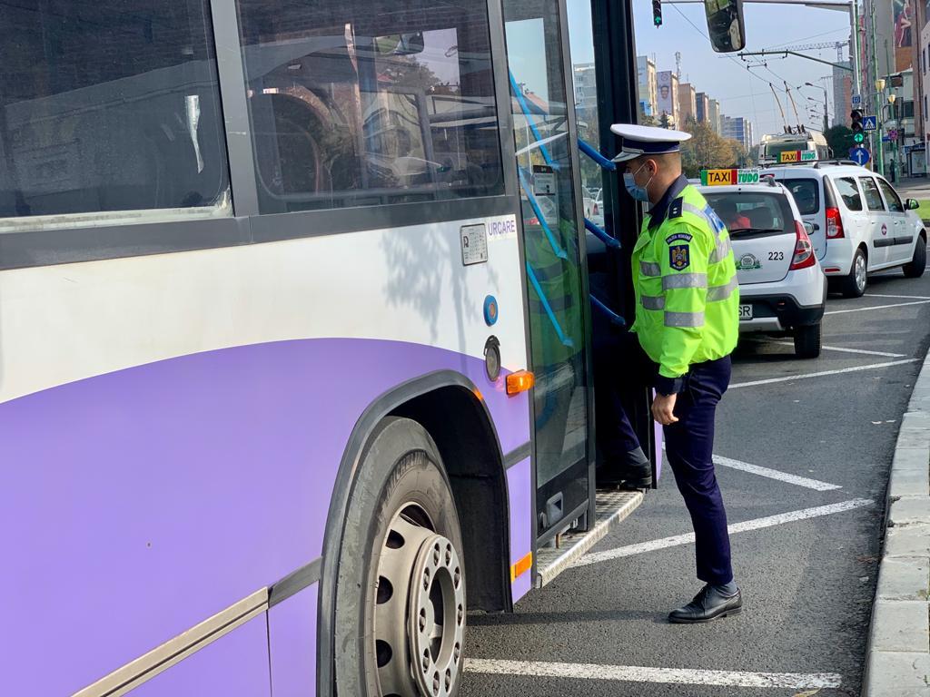 Polițiștii au dat 555 de amenzi într-o singură zi pentru nepurtarea măștii de protecție în Timiș