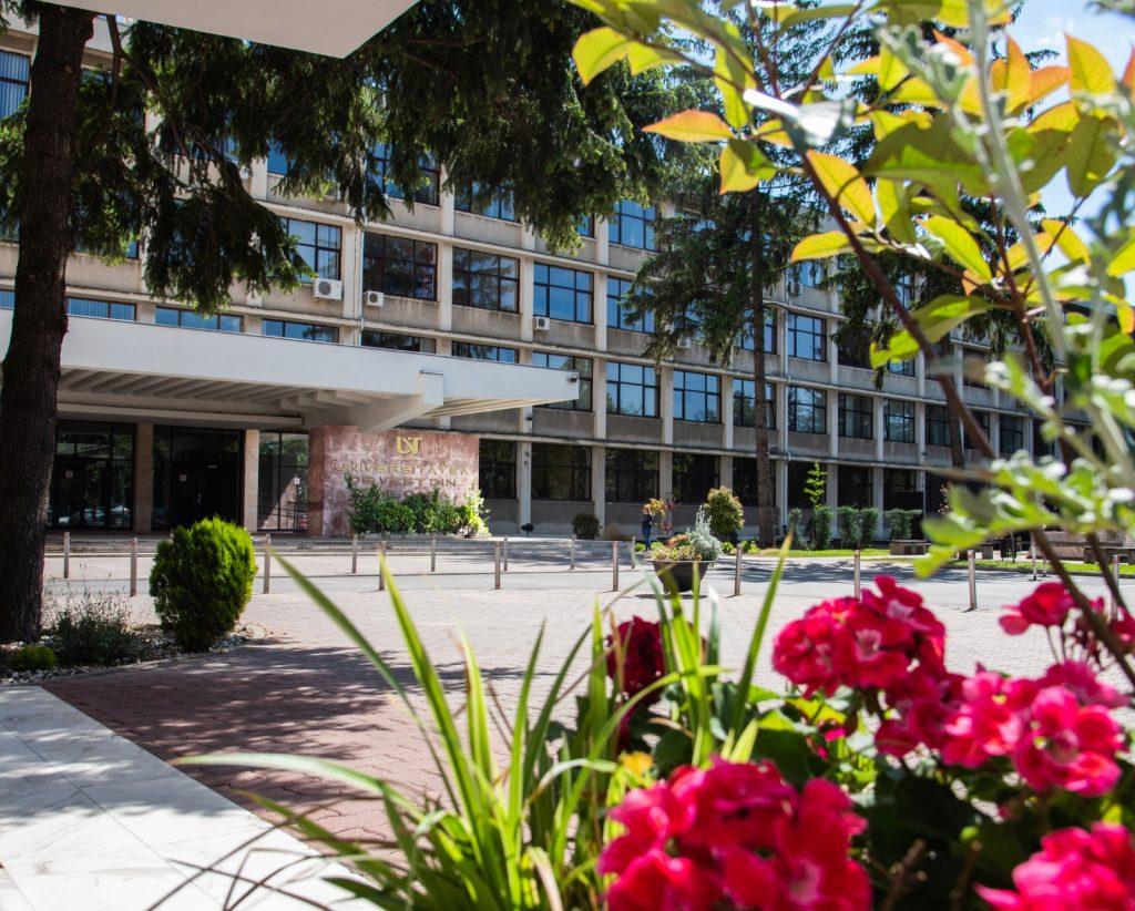 UVT deschide opt centre de admitere, în toate județele regiunii