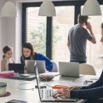 Studiu: Un sfert dintre românii care muncesc de acasă spun că starea lor emoțională s-a înrăutățit