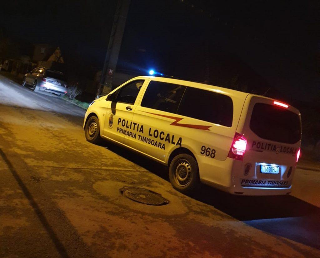 """Gest nobil al polițiștilor locali. Au fost """"curieri"""" pentru o femeie izolată care avea nevoie de medicamente"""