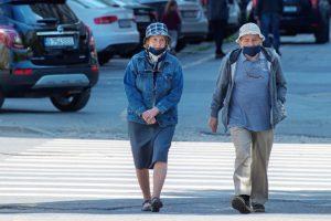 """Iohannis: """"Din 15 mai, se elimină masca în exterior, cu excepţia spaţiilor aglomerate"""""""