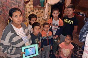 Asociația Acasă în Banat a adunat tablete cu internet pentru școala online. Vor fi oferite unor elevi sărmani