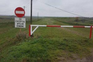 Zeci de bariere montate pe digurile râurilor Timiș și Bega