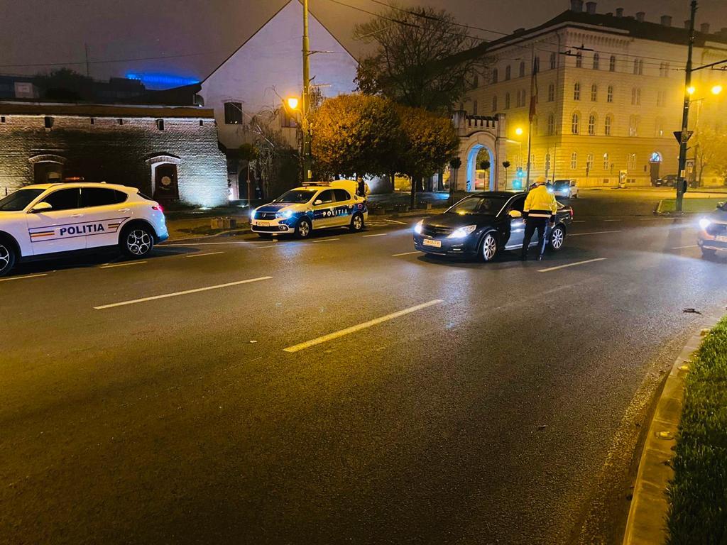 Poliția continuă verificările. Cei găsiți fără mască sau circulând după ora 22, amendați