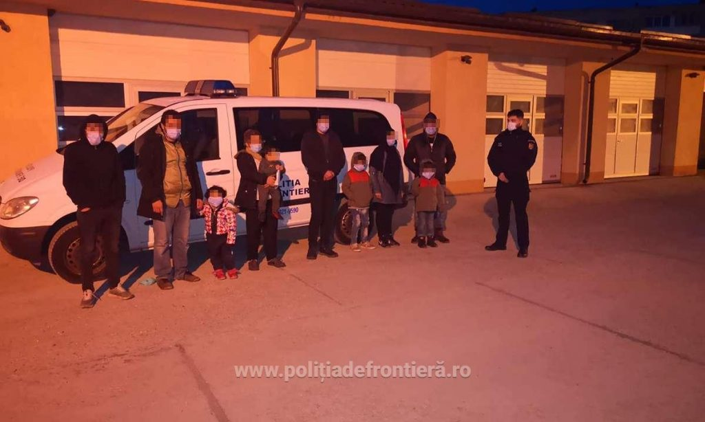 Între 1.000 şi 3.000 euro, taxa plătită de 10 migranți care au încercat să intre ilegal în România din Serbia, pe Dunăre