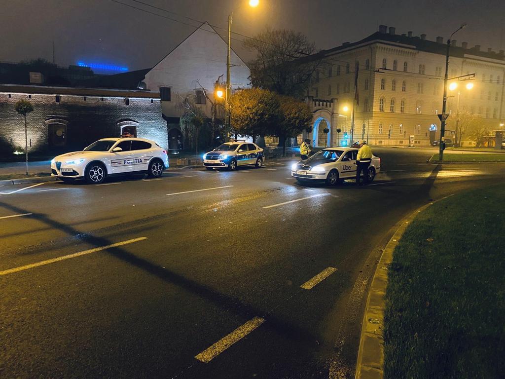 Polițiștii au amendat aproape 230 de timișeni care nu purtau mască ori circulau fără motiv după ora 22. Verificările continuă