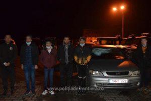 Cetăţean român reţinut 24 ore pentru călăuzirea a cinci cetăţeni străini