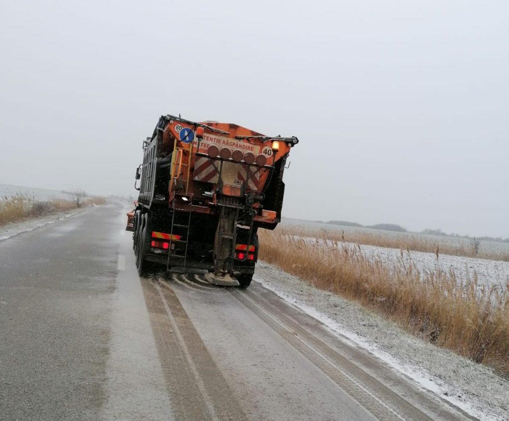 Drumurile din vest, deszăpezite noaptea trecută