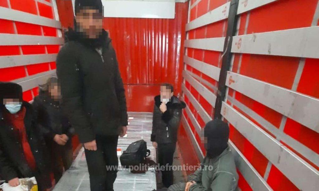 Migranți ascunşi în automarfare, depistați la frontiera Vărşand
