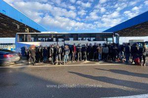 Un turc a încercat să treacă prin vama Nădlac cu un camion în care se aflau 68 de migranți