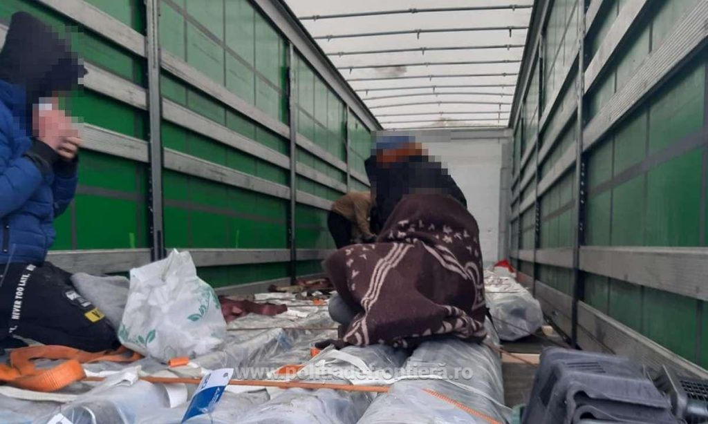 21 de migranți, care intenţionau să treacă ilegal frontiera, depistați de poliţiştii de frontieră din judeţul Arad