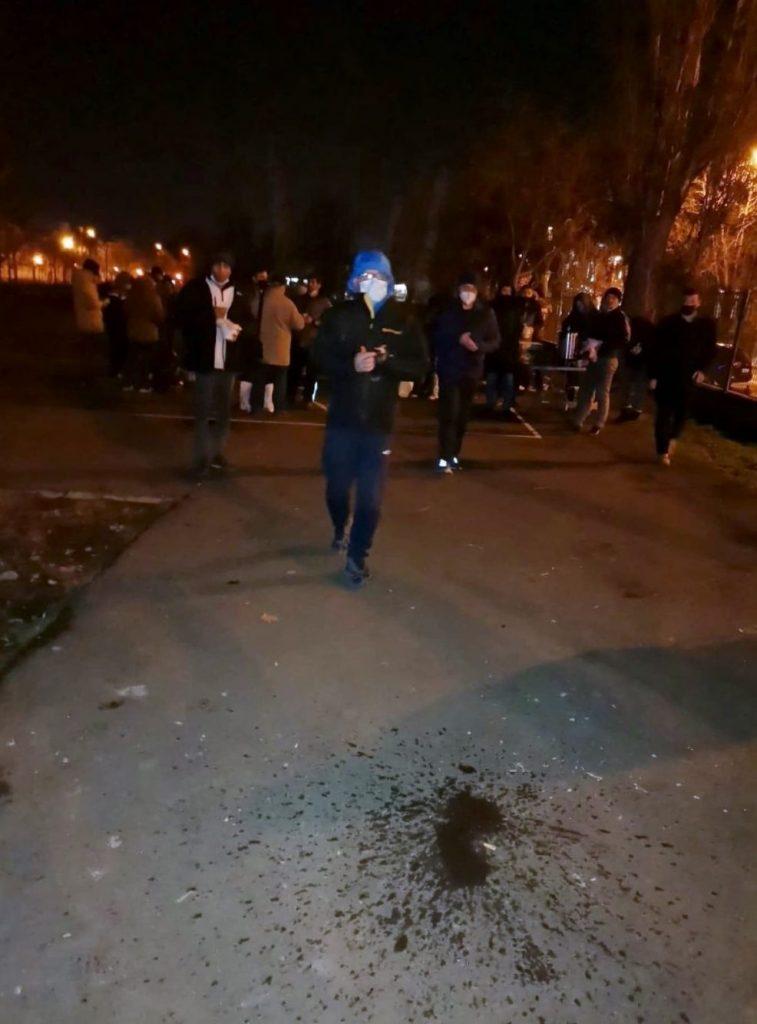 Acțiunile polițiștilor locali în zona Gării de Nord continuă. 40 de migranți depistați pe un teren de sport, alți 2 predați Poliției de Frontieră