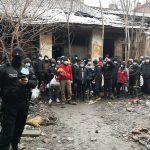 53 de migranți, depistați de Poliția Locală într-o clădire din oraș pe care au deteriorat-o