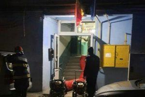 Persoanele evacuate din scara afectată, relocate cu 3 microbuze, în unități de cazare puse la dispoziție de primărie