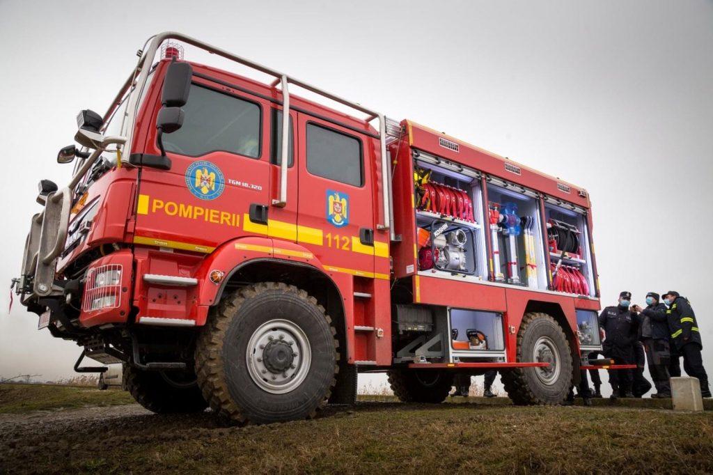 Zece autospeciale de stingere a incendiilor de pădure, distribuite în țară