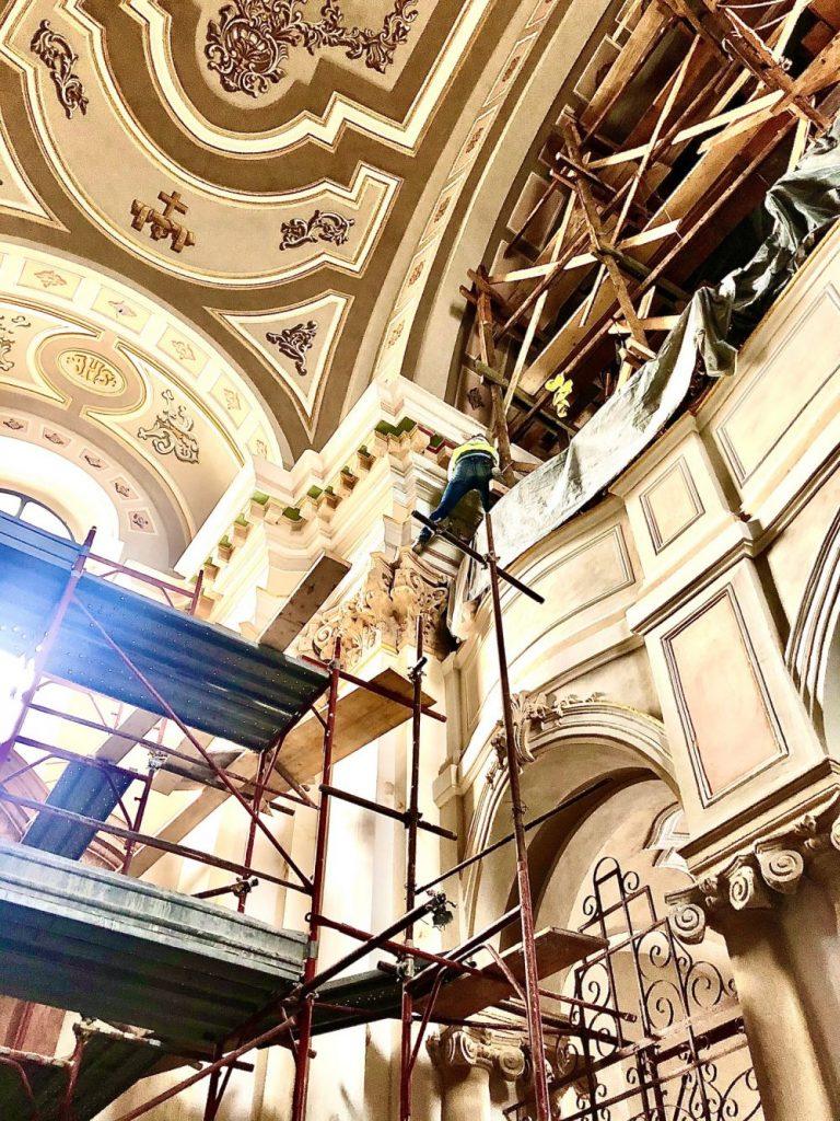Se lucrează intens la reabilitarea Domului Romano-Catolic din Piața Unirii
