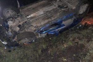 Impact pe calea ferată între o mașină și un tren cu 30 de călători. O femeie a ajuns în stare gravă la spital