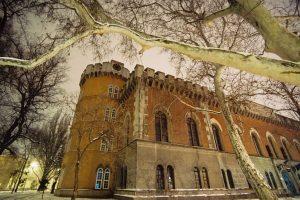 Curtea interioară de la Castelul Huniade va fi acoperită