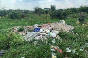Locuitorii din Moșnița Nouă, nemulțumiți de curățenia din comună. Achită taxă de înfrumuseţare