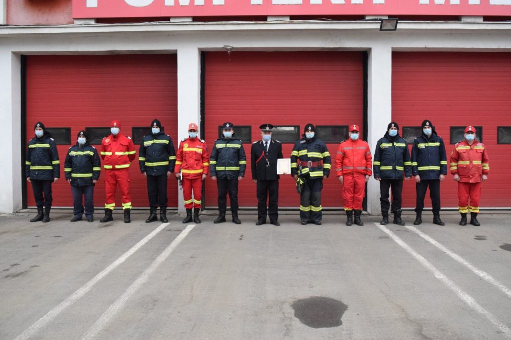 Femeie, în flăcări, pe holul unui bloc din Timișoara. Reacția promptă a unui fost pompier i-a salvat viața
