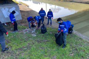 Frigider și alte obiecte aruncate pe malurile Begăi. Angajații de la STPT au făcut curățenie și vor relua cursele cu vaporașe
