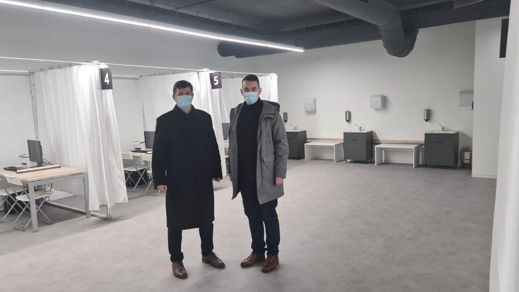 Viceprimarul Tabără, în vizită la centrele de vaccinare care se deschid luni în oraș. FOTO