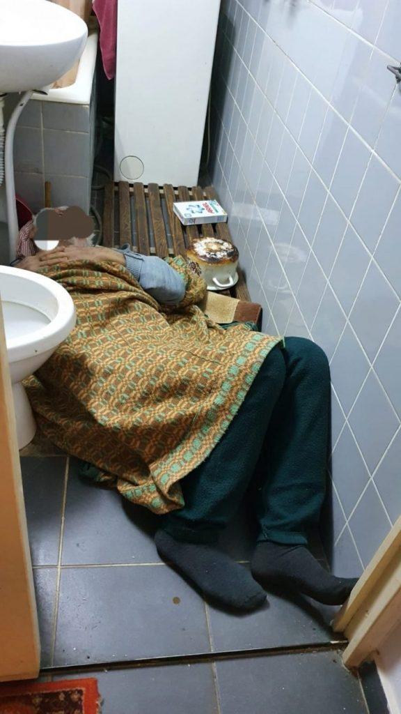 Bătrân de 92 de ani găsit căzut în baie de echipa mobilă DASTM