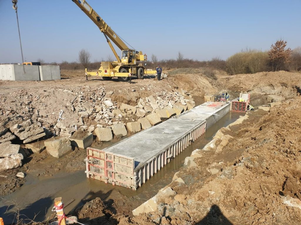 Lucrări la viitorul pasaj peste calea ferată din zona Chișoda