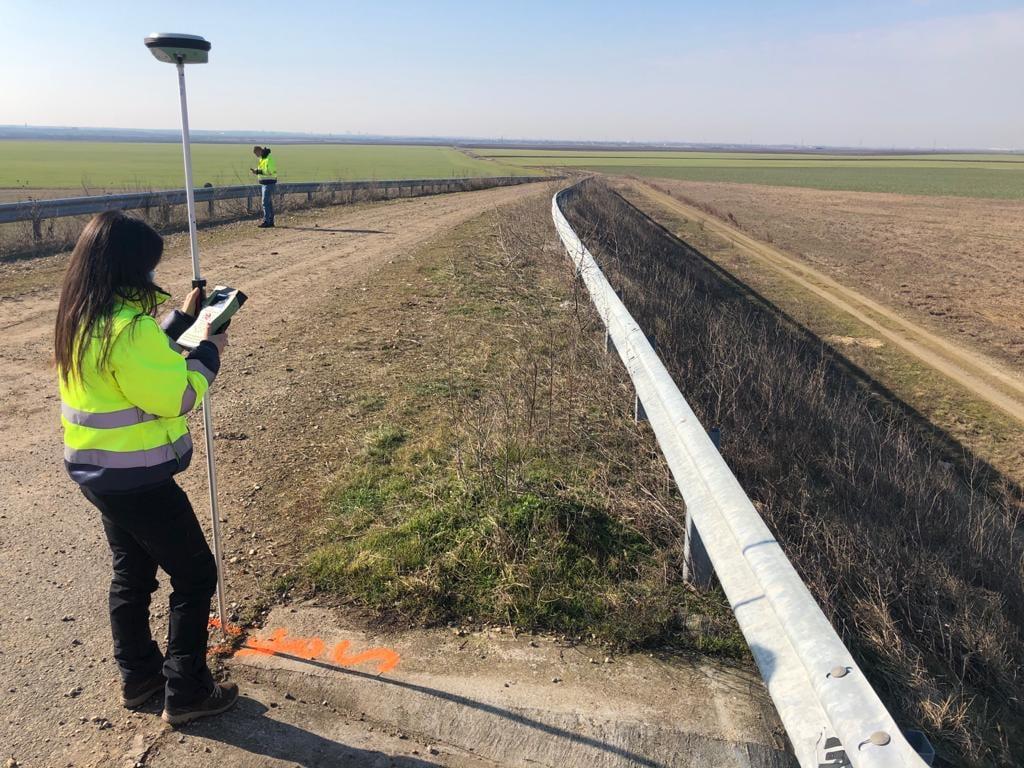 Lucrări de montare a bornelor pe drumul de legătură Autostrada A1 Arad – Timișoara – DN 69