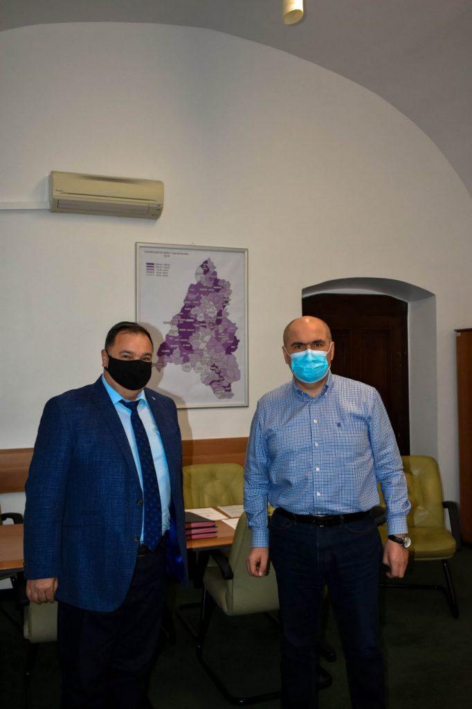 Primarul comunei Șandra ia lecții de la Ilie Bolojan pentru dezvoltarea proiectelor europene