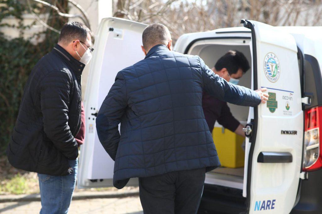 DSP Timiș a recepționat o mașină frigorifică necesară transportului de vaccinuri