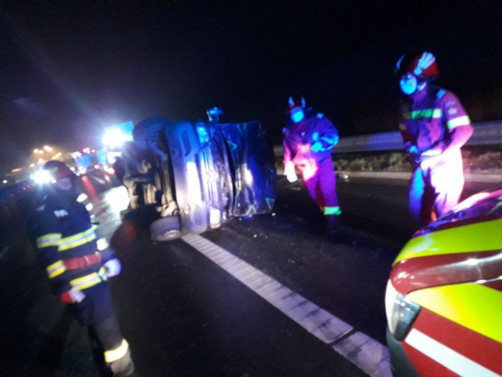 Microbuz răsturnat pe A1, pe sensul de mers Timișoara-Margina
