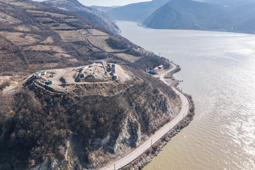 Cetatea Ladislau de pe Clisura Dunării, din Coronini, începe să prindă contur
