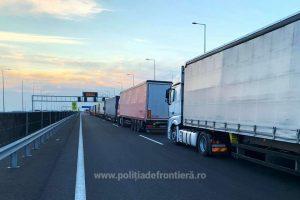 Trafic intens la graniţa cu Ungaria pentru automarfare, după restricţiile de circulaţie impuse de ţara vecină