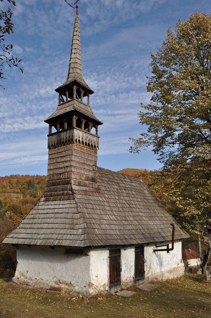 """Bisericile de lemn din județul Arad, incluse în proiectul """"Turismul de o zi"""", inițiat de Consiliul Județean"""