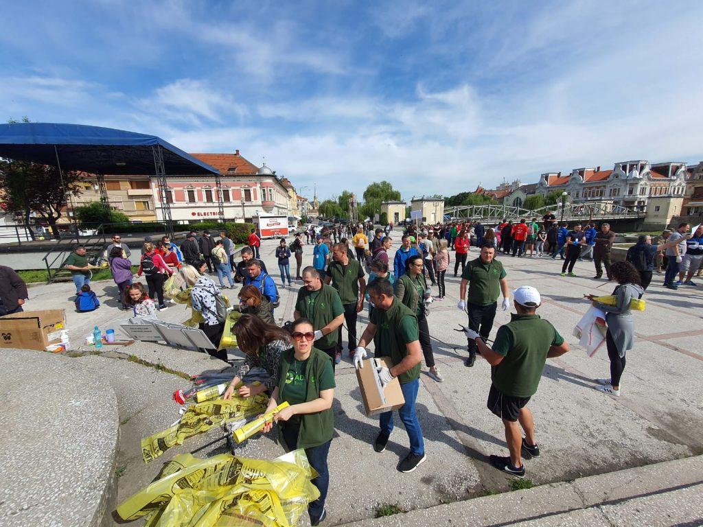 Sute de oameni s-au mobilizat pentru acțiunea de ecologizare a municipiului Lugoj