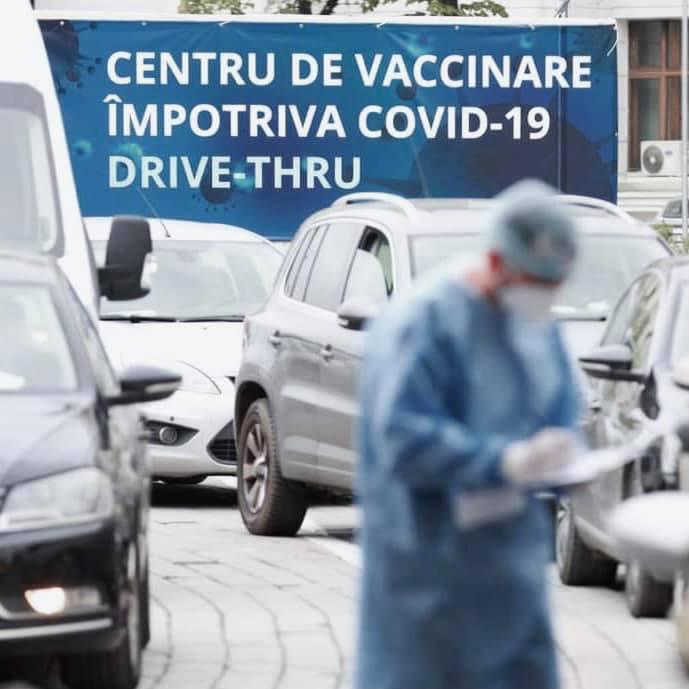 Peste 6.000 de vaccinuri administrate până acum în mașină la centrul de la Shopping City