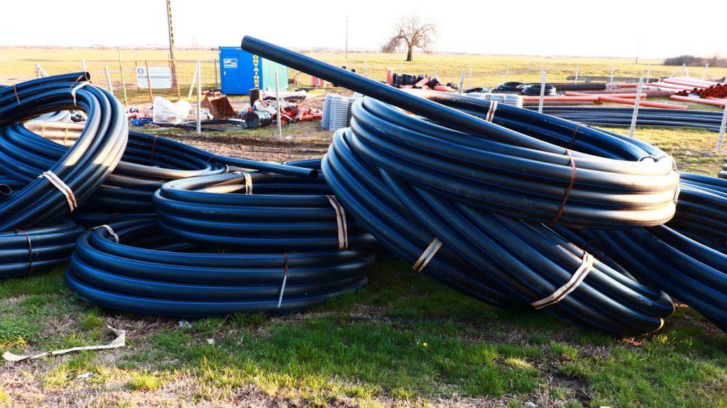 Lucrările de extindere a rețelei de apă și canalizării pe drumul Stamorei și Colonie, spre finalizare/VIDEO