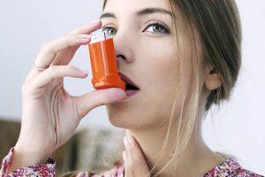 O aplicație lansată de pneumologii de la Babeș le arătă bolnavilor de astm cum să își folosească inhalatoarele