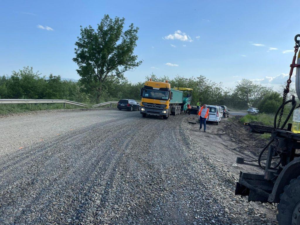 Au început lucrările pe drumul aflat între Coșava și Coșevița