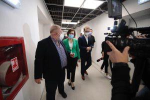 Ministrul Sănătății, Ioana Mihăilă, în vizită la Timișoara. A participat la inaugurarea primului centru de vaccinare din mașină