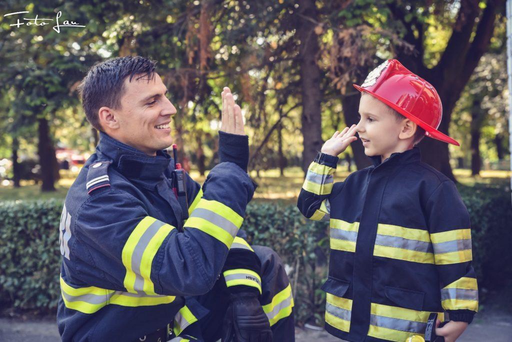 Pompierii sărbătoresc 1 iunie alături de copii