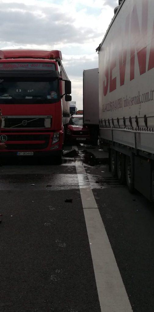 Trei autocamioane s-au ciocnit pe A1 între Nădlac si Pecica