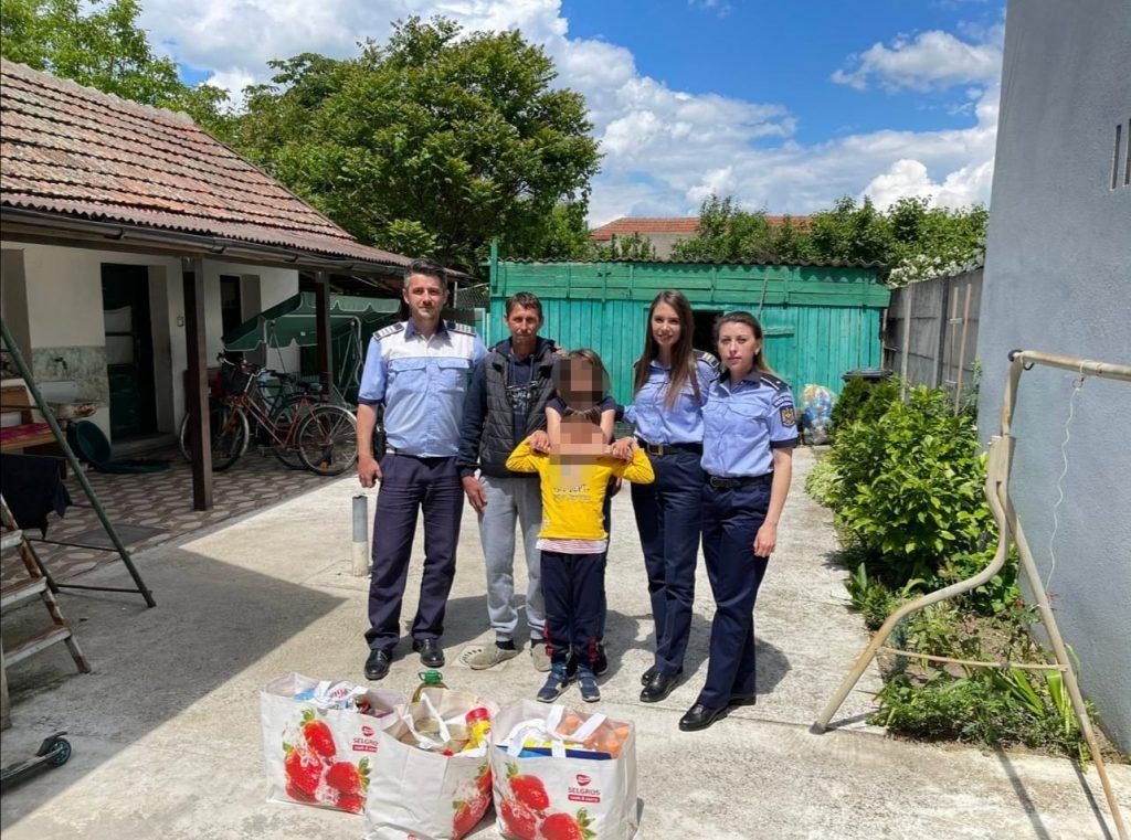 De Ziua Copilului, polițiștii timișeni le-au făcut o surpriză unor copii nevoiași